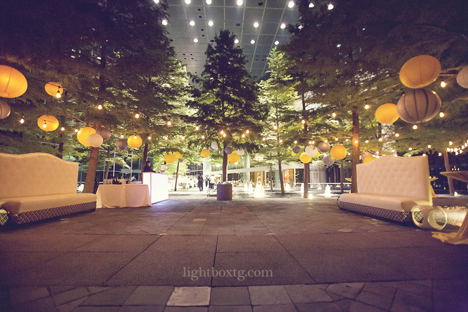 cafe-lights-and-paper-lanterns-strung-at-wedding-reception-at-Avanti-Fountain-Place